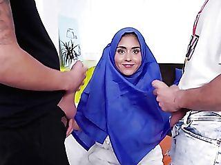 Buxomy Hijab Lady Aysha Rails One Bone While Providing A Sensuous Oral Pleasure