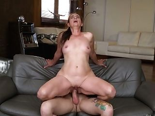 Skilled Banger John Price Fucks Spread Poon Of Matures Housewife Mariana