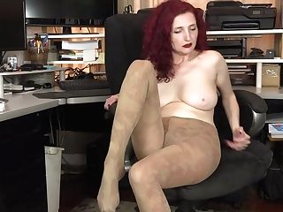 Yankee Cougar Kimberlee Thumbs Her Unshaven Labia