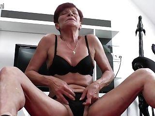 Hairy Housewife Masturbating And Getting Raw - Maturenl