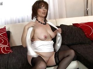 Horny Housewife Playing With Herself On The Couch - Maturenl