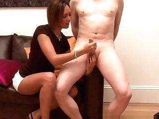 Cfnm Mummy Gives An Outstanding Tugjob