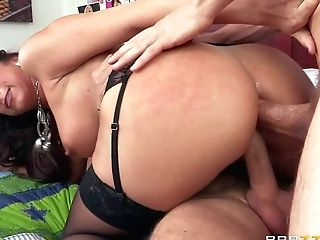 Kaylynn Is A Horny As Hell Mouth-watering Cougar With Sexy