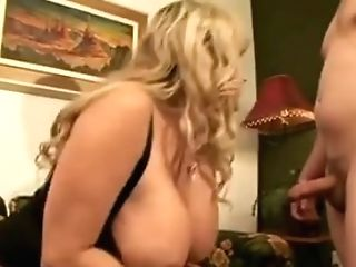 Hot Mummy Luvs Gonzo Fucking