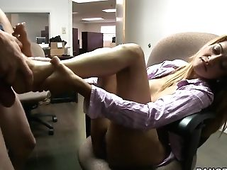 Well Stacked Latina Penelope Gets Her Hot Feet Fucked