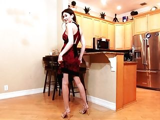 Sugary Housewife Angelina Diamanti Is Playing Moist Poon In The Office