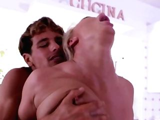 Blonde Superstar London Sea Just Wants To Be Fucked