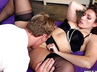 Horny Mummy Ava Austen Gonna Tempt Man For Some Terrific Rear End Banging